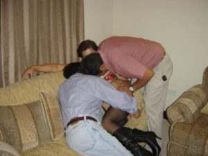 Besandonos mi marido el corneador y yo
